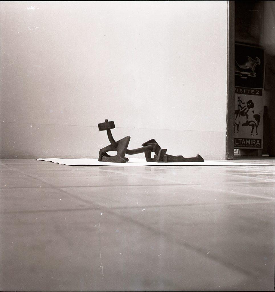 Gast05_Siete-formas-en-reposo-o-Figura-reclinada-de-siete-piezas,-1950
