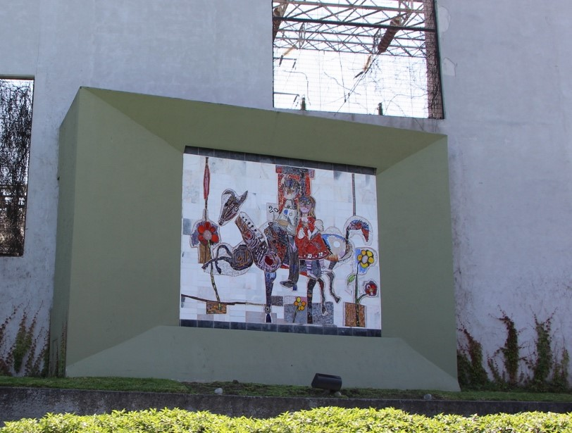 El carrusel, o niños en un caballito de carrusel, 2007 Mosaico bizantino sobre mármol Paseo de Santa Lucía Monterrey, Nuevo León Archivo CENIDIAP/INBA