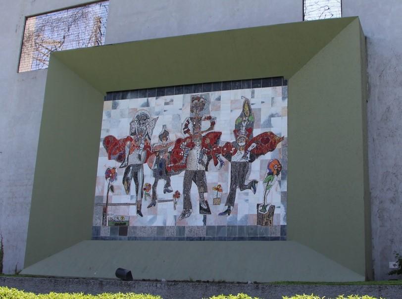 Carrera de obstáculos 2007 Mosaico bizantino sobre mármol 4 x 3 m Paseo de Santa Lucía Monterrey, Nuevo León Archivo CENIDIAP/INBA
